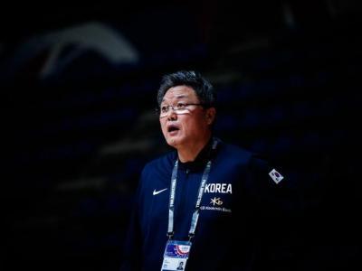 狂赢40分震撼一幕!中国女篮集体向韩主帅鞠躬:赢了也要感谢对手