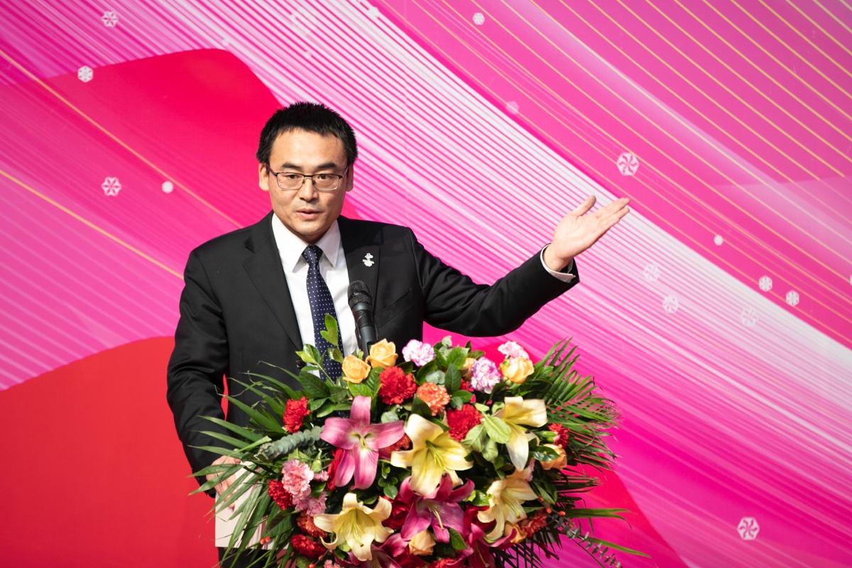 北京冬奥会特许商品《冬奥金镶玉瓶》与《冬奥双玺》在北京发布