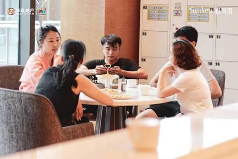 """华远•春风度(重庆)业主以""""社区圆桌会""""的方式参与社区共建,帮助社区快速成长"""
